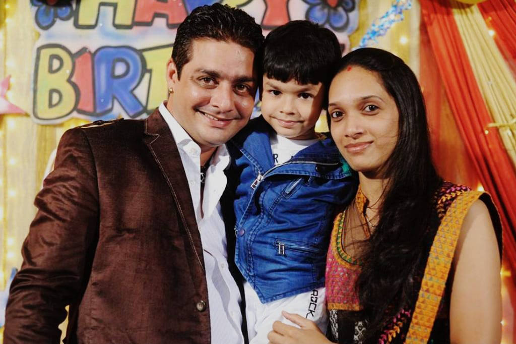 Vikash Fhatak Hindustani Bhau family